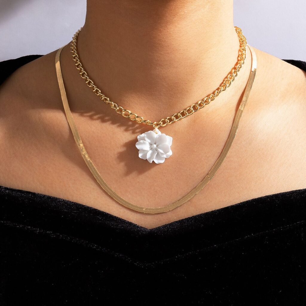 White Flower Pendant Chain Necklace